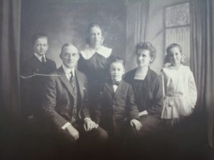 Reverend George Shannon McCune with his wife Helen and children George, Anna, Shannon, and Catherine (Presbyterian Historical Society)